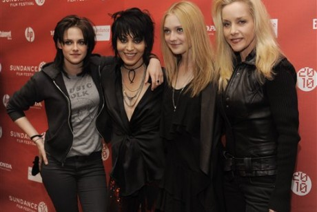 kristen stewart joan jett dakota fanning and cherie currie pose together at the premiere of the film the runaways 460x307 Not While I'm Around and Pretty Women (hot gay guy alert) get me every damn ...
