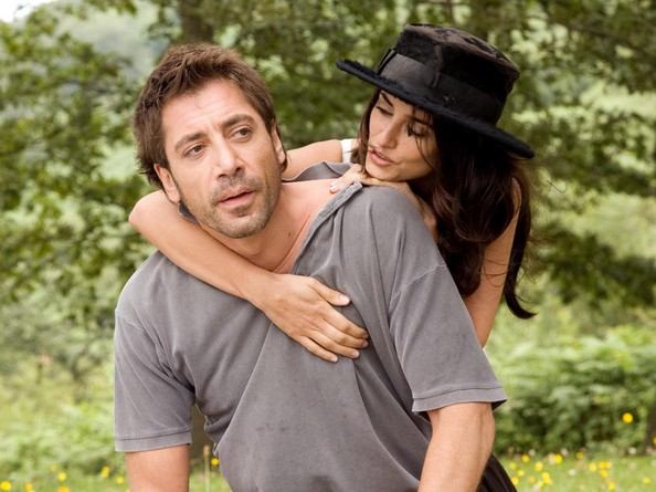 Penelope Cruz and Javier Bardem get married while no one ... Javier Bardem