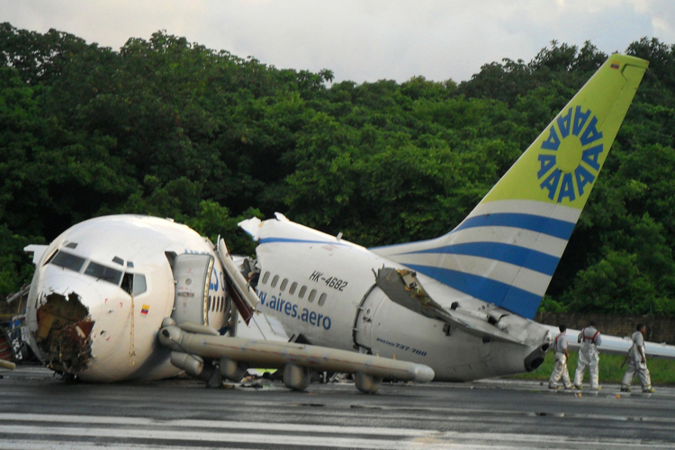 causes of airplane crashes