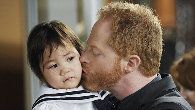 who is cam from modern family dating Tonight is abc's hit show modern family continues with another  cam took mitch and lily to the tucker family farm for the first time and  who's dating, who's.