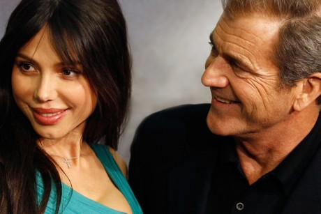 Mel Gibson would have it known he did not hit his girlfriend.