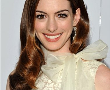 Anne Hathaway cast as Catwoman in new