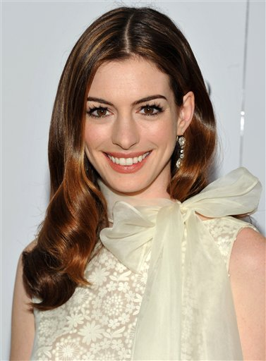 Anne Hathaway Cast As Catwoman In New Batman Movie Saloncom