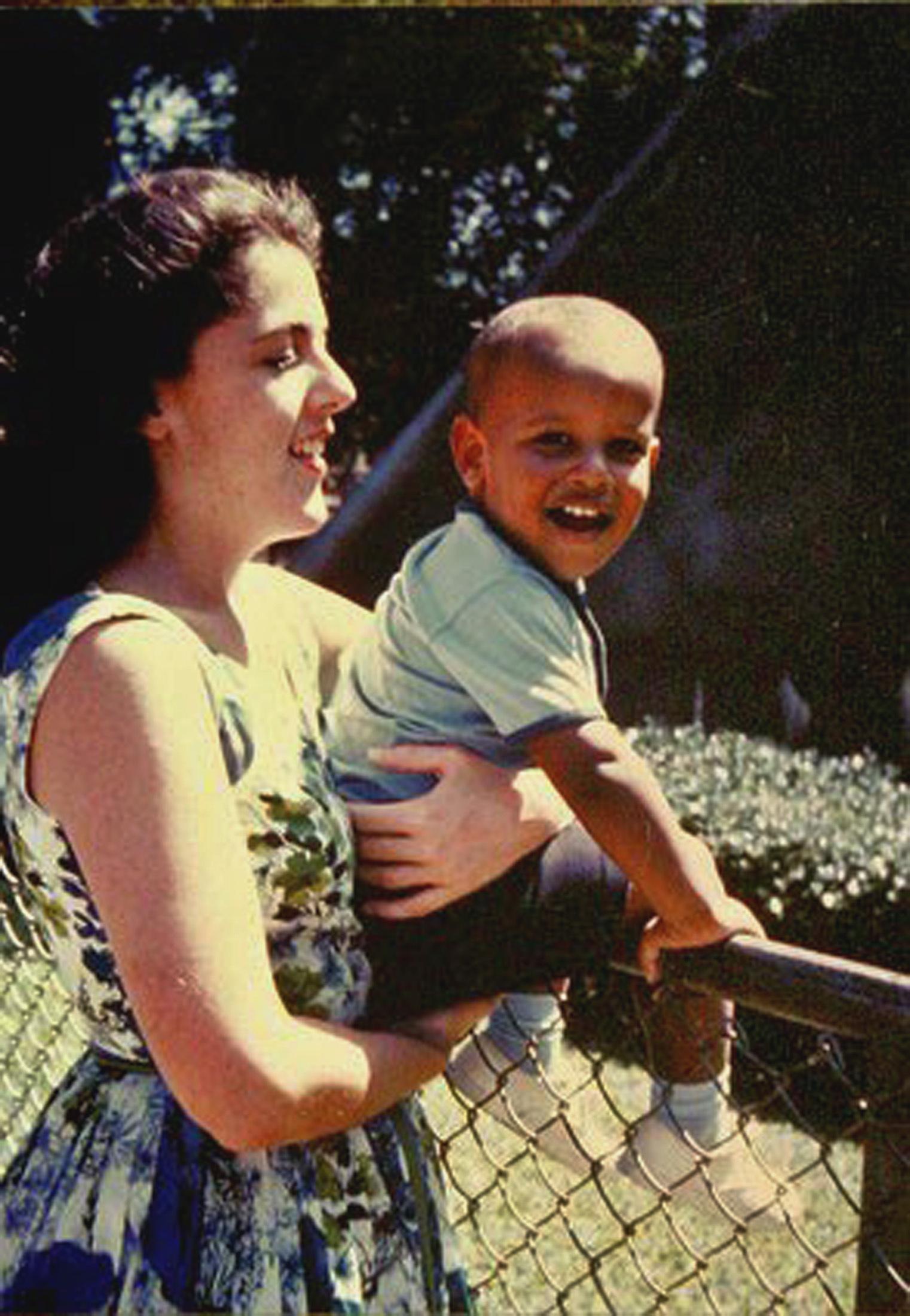 2. Президент США Барак Обама с мамой Стэнли Эдд Дунхэм в 60-х прошлого