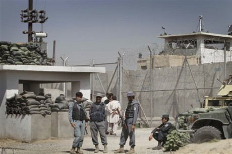 How did 500 inmates escape an Afghan prison?