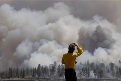 Fight against Arizona wildfire continues