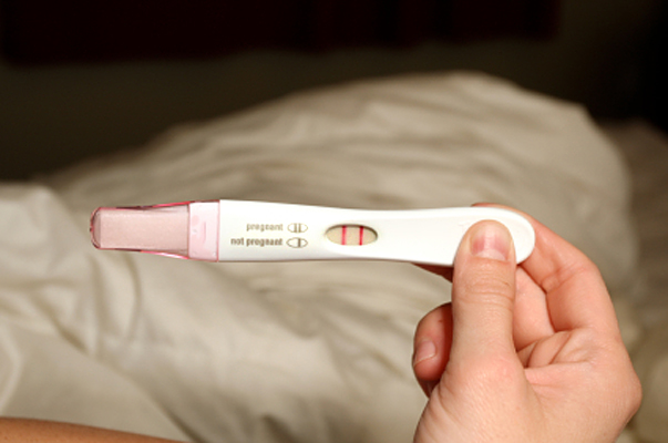 how to know if your having an early miscarriage