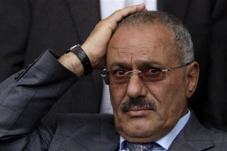 Yemen president wounded as tribesmen strike palace