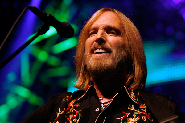 Tom petty on confederate flag people just need to think for Accent styling salon gainesville