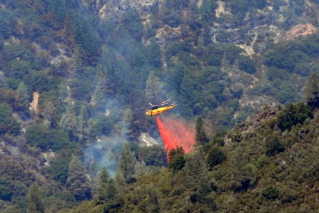 Air crews make dent in massive Calif. wildfire