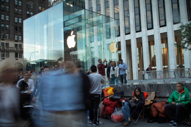 Customers wait in line outside the Apple store on 5th Avenue, for Friday's iPhone 5 models to go on sale, in New York, September 19, 2012.