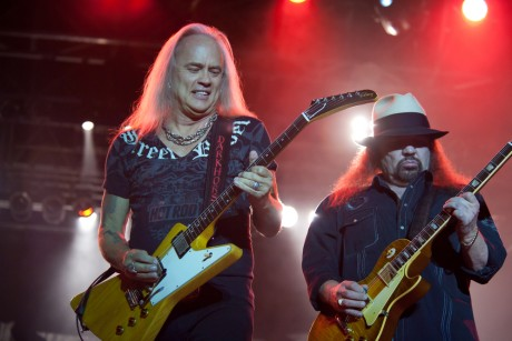 Lynyrd Skynyrd won't abandon the Confederate flag