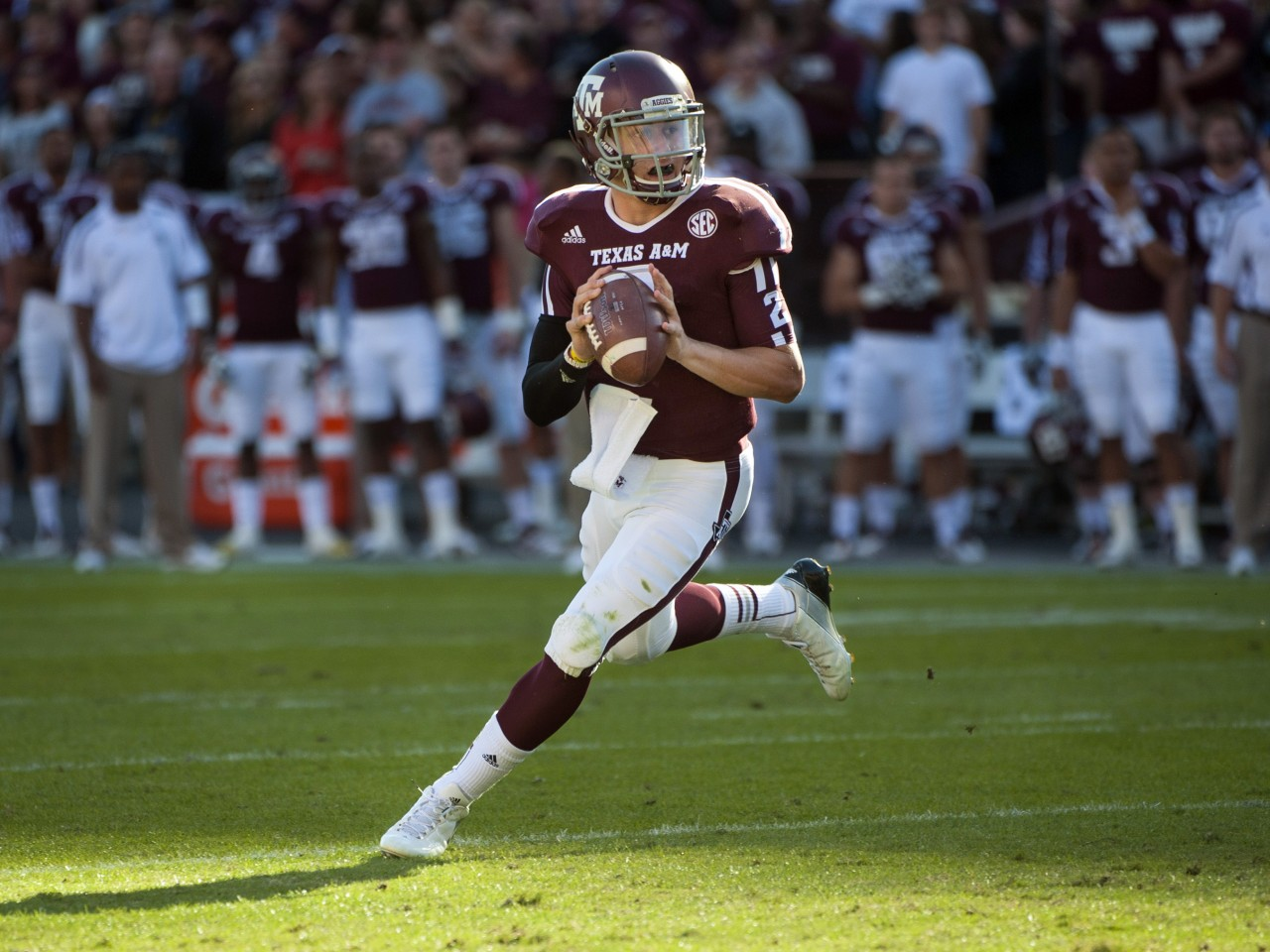 http://media.salon.com/2012/12/heisman-johnny-manziel-football.jpeg8-1280x960.jpg
