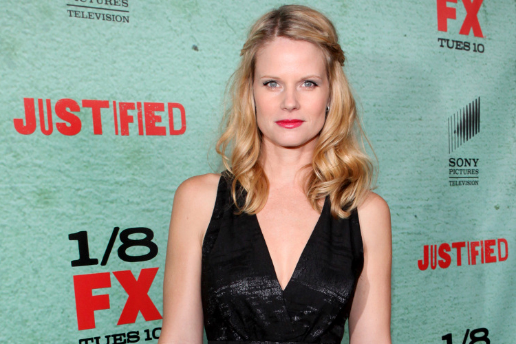 joelle carter net worth