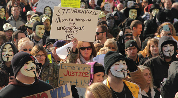 Ohio judge won't move Steubenville rape trial