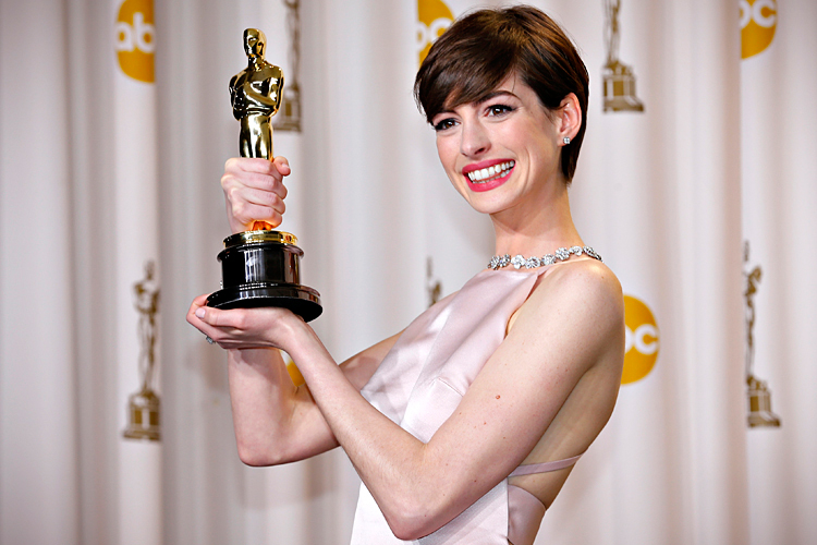 Anne Hathaway holds her Oscar for winning Best Supporting Actress at ... Anne Hathaway