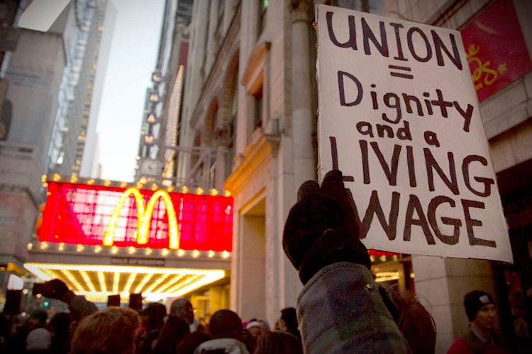 Fast food workers plan surprise strike for Salon du fast food