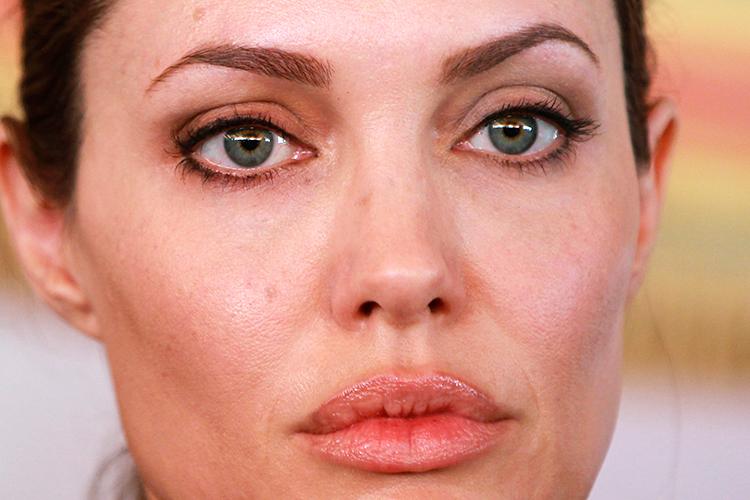Angelina jolie breast feeding pics