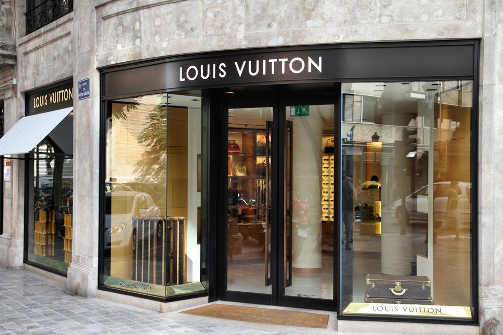High art meets haute couture in las vegas for Haute couture shop