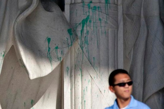 Lincoln Memorial Vandalized Salon Com