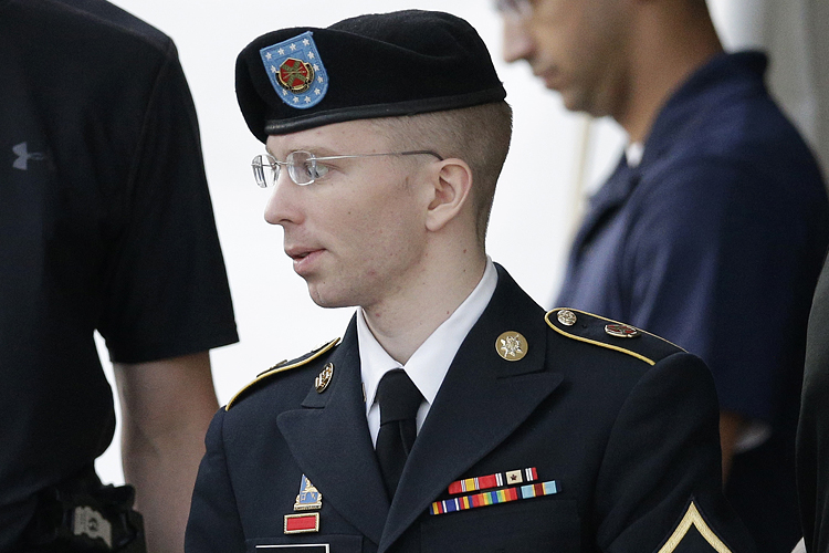 """Judge won't dismiss """"aiding the enemy"""" charge against Bradley ..."""
