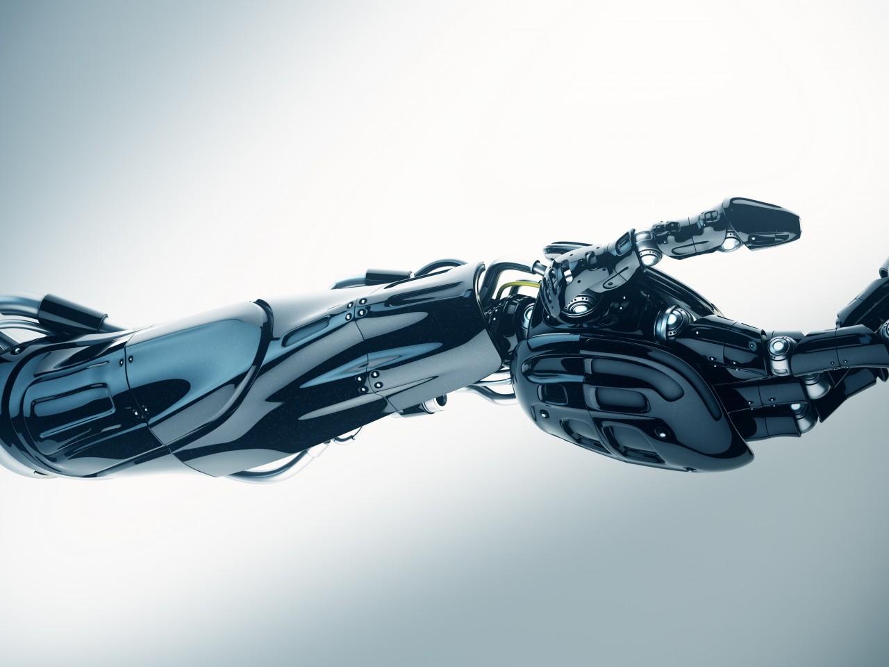 Первый в мире человек с механической рукой: chyyr 95