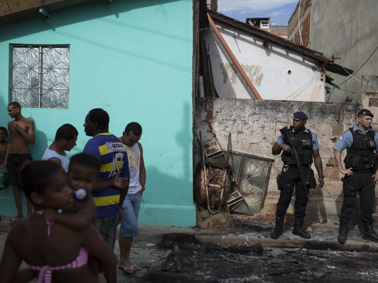 Rio Mare Favela Remains Occupied Ahead of World Cup