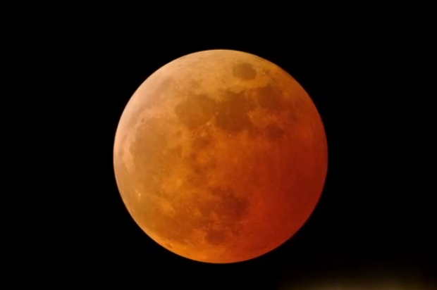 "8 stunning photos of last night's spooky ""Blood Moon ..."