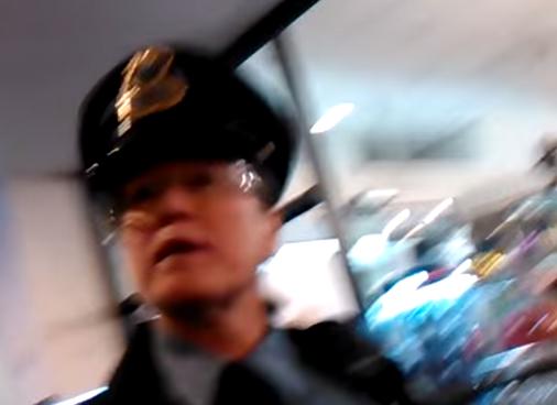 """Video, které odhaluje, jak se policisté chovají k """"černým"""" Američanům"""
