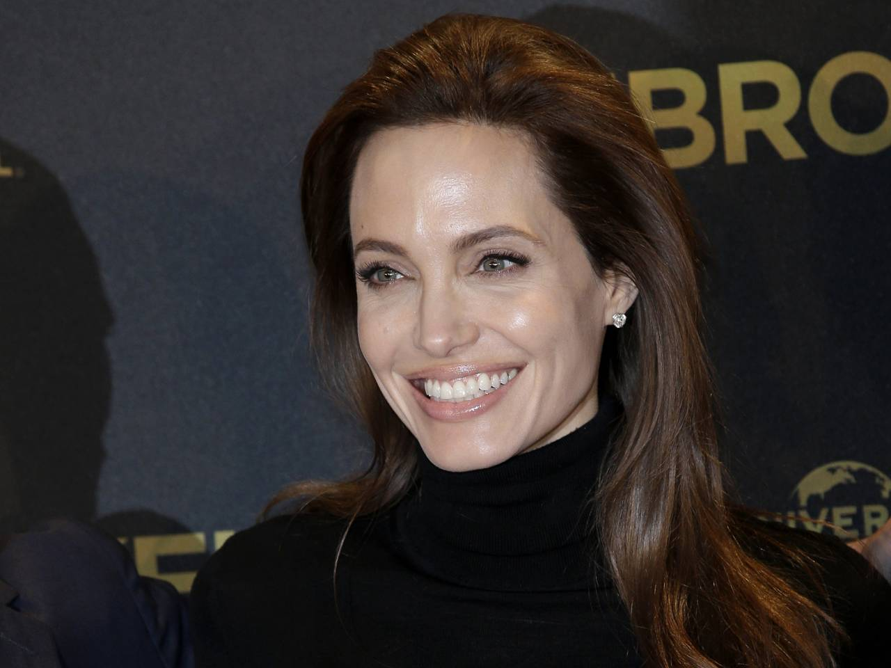 Angelina Jolie has ovaries removed, citing cancer prevention - Salon ... Angelina Jolie