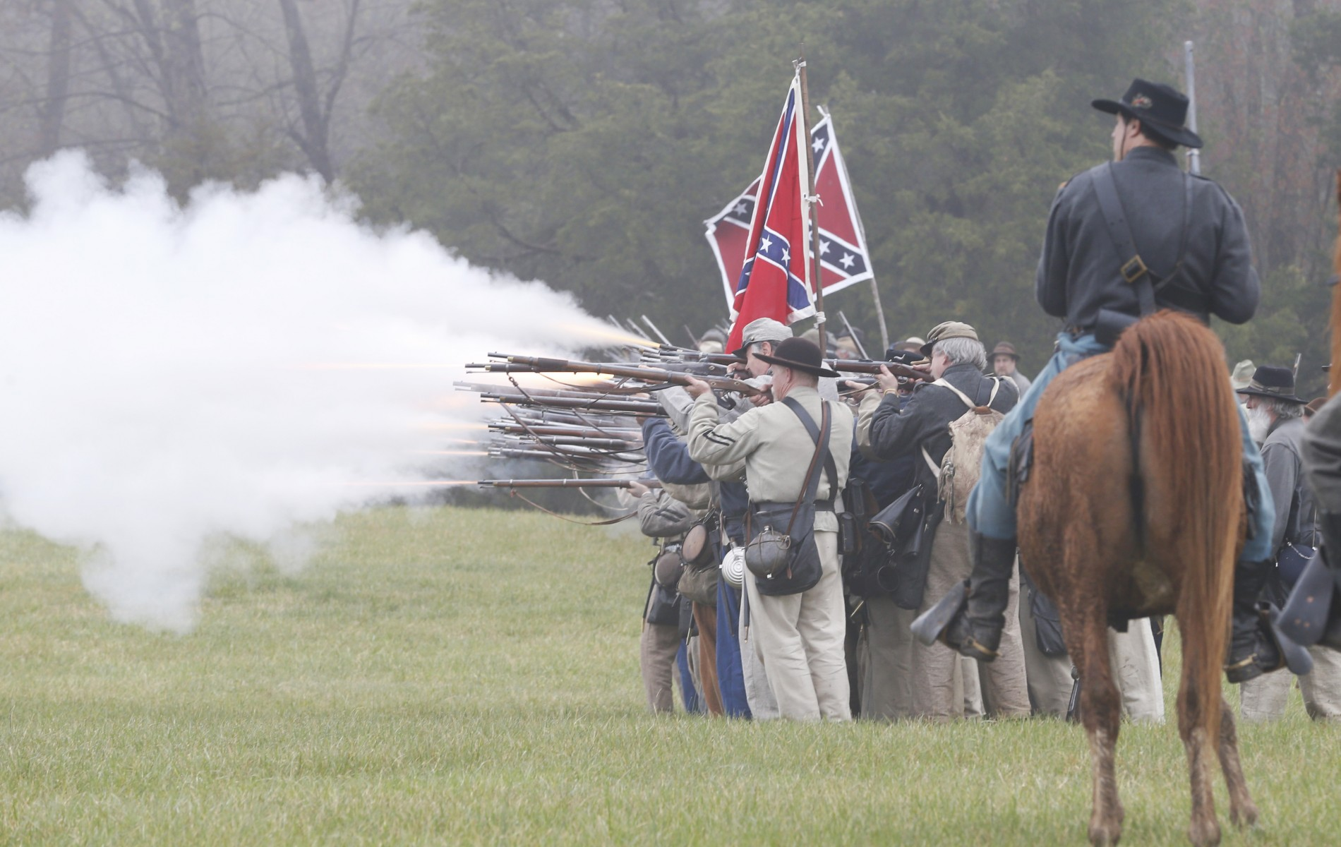 https://media.salon.com/2015/04/civil-war-150th-appomattox.jpeg13-1900x1200.jpg