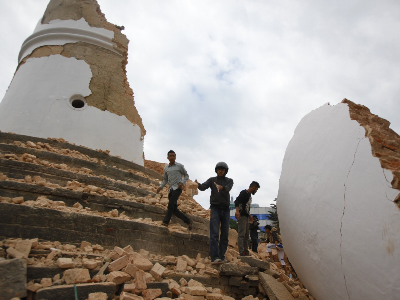 powerful earthquake strikes things to know com powerful earthquake strikes things to know