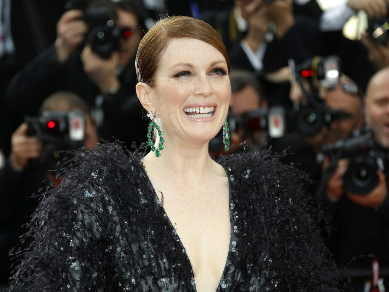 julianne moore slams the ldquo calcified gun lobby rdquo for being out of enlargejulianne