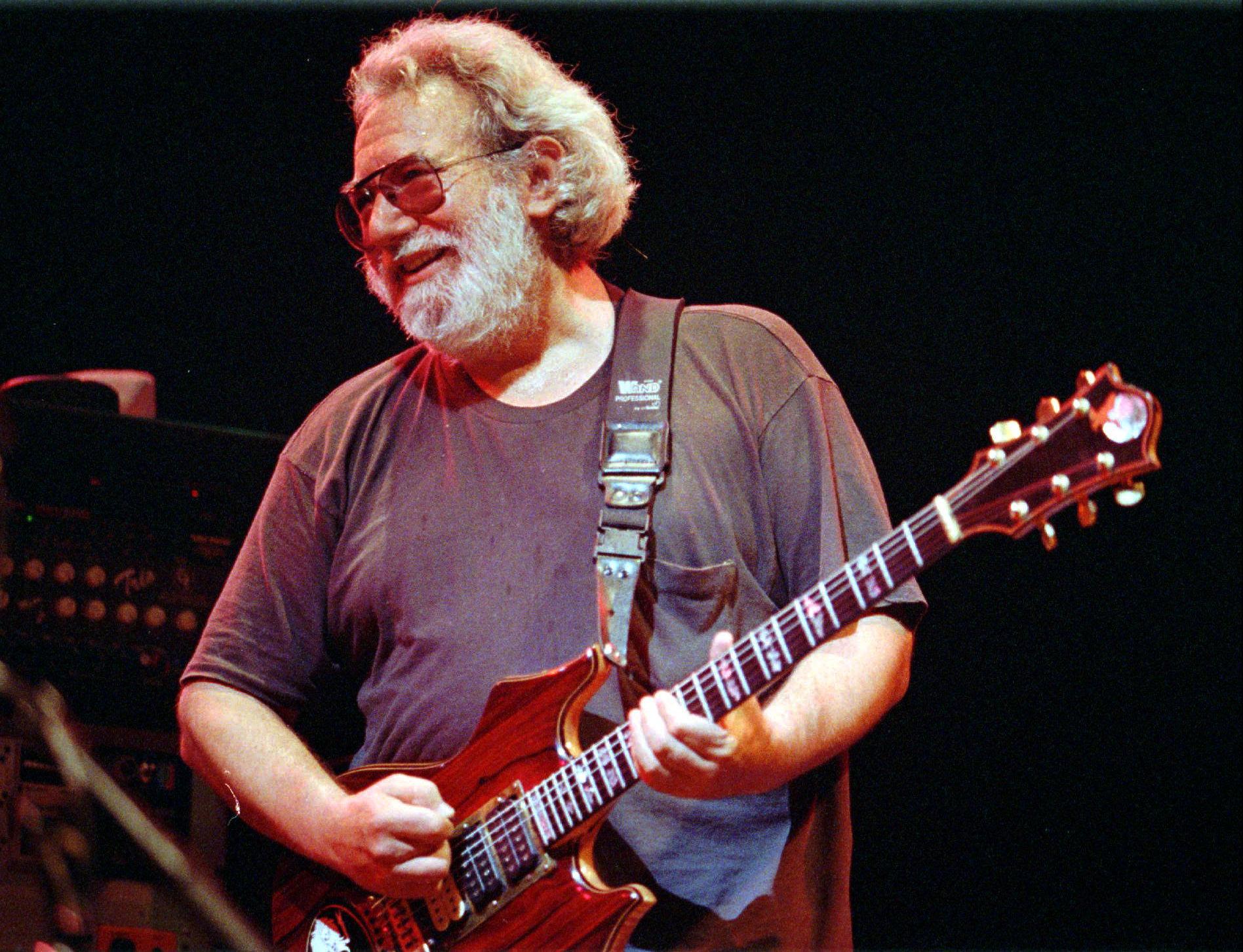 Make Jerry proud: Learn to play guitar the smart way