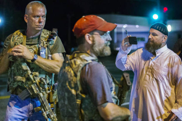 http://media.salon.com/2015/08/Oathkeepers_Ferguson-e1439297555929-620x412.jpg