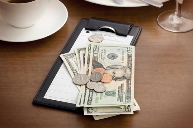 5 самых удивительных вещей, за которые нам приходится платить в ресторанах