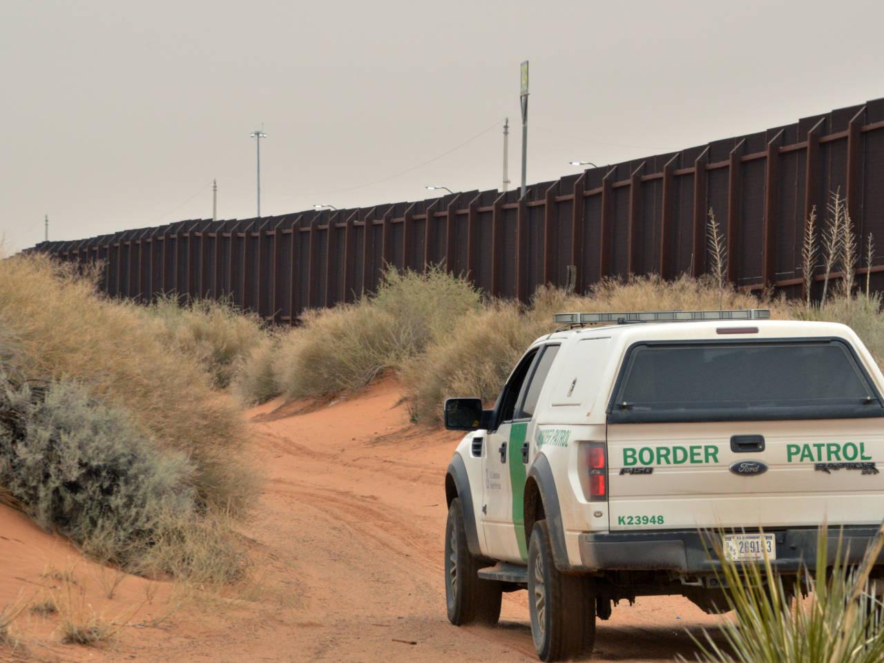 trump sign executive order enabling construction mexico border wall