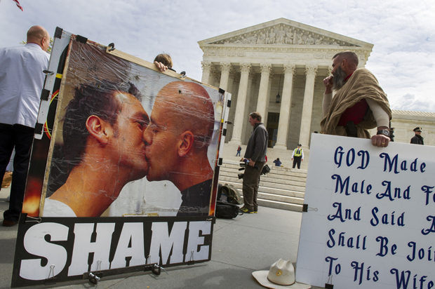 anti_gay_demonstrators.jpg (620×412)