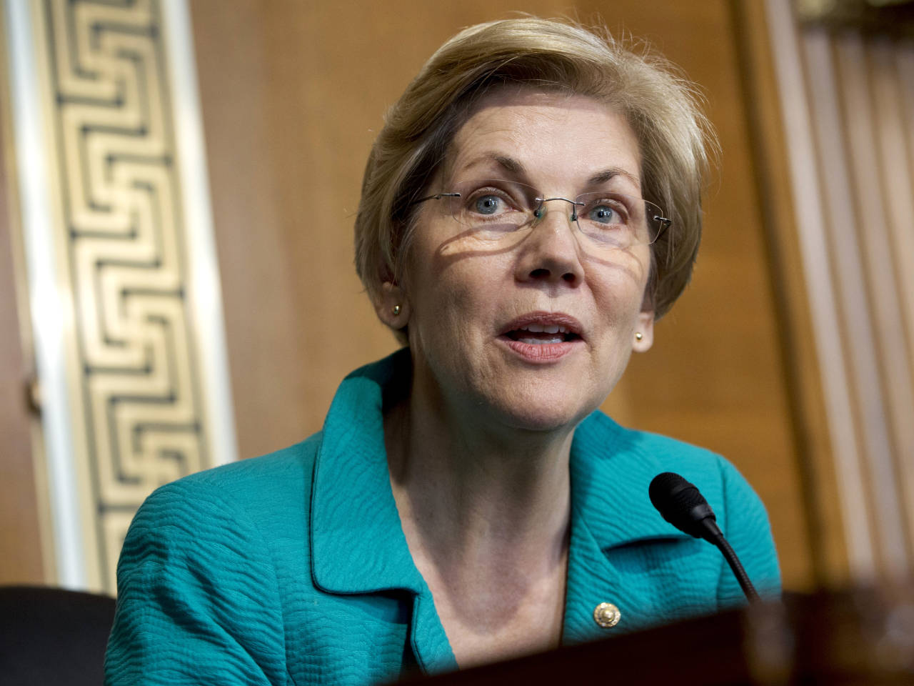 Warren Reacts Awkwardly When Pressed on Potential 2020 White House Run