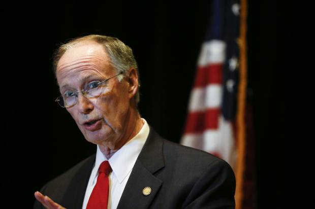 Alabama governor Robert Bentley resigns, Kay Ivey to be sworn