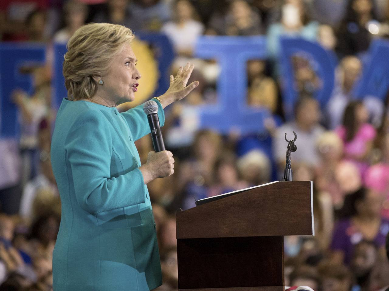Democratic congressional nominees threatened by new Clinton scandal