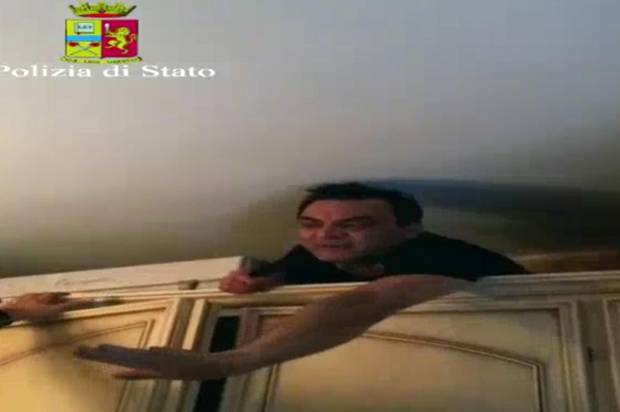 Italian mafia boss found hiding in cupboard