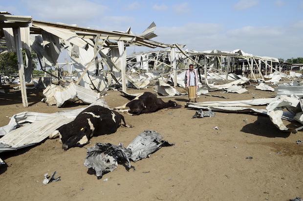 Famine looms in yemen as u s backed saudi bombing for Salon yemenite