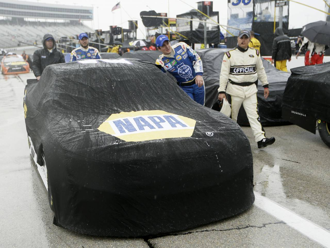 NASCAR Sprint Cup race at Texas underway after 6-hour delay