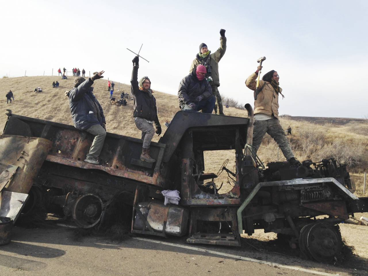 ND governor orders evacuation of protesters near Dakota Access Pipeline