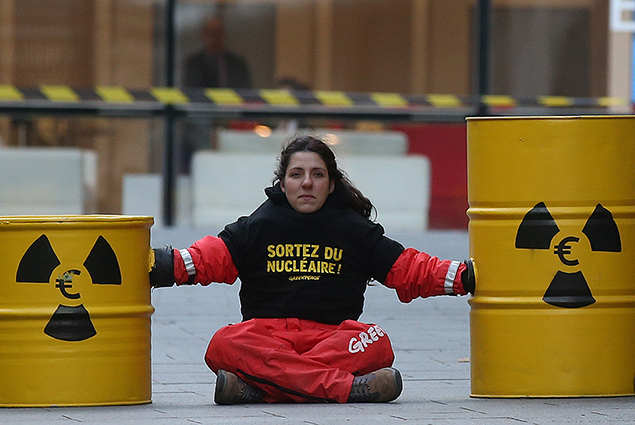 greenpeace protester paris