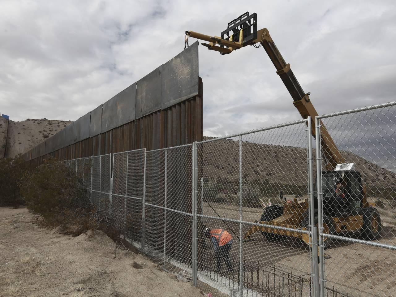 politics trump border wall mexico