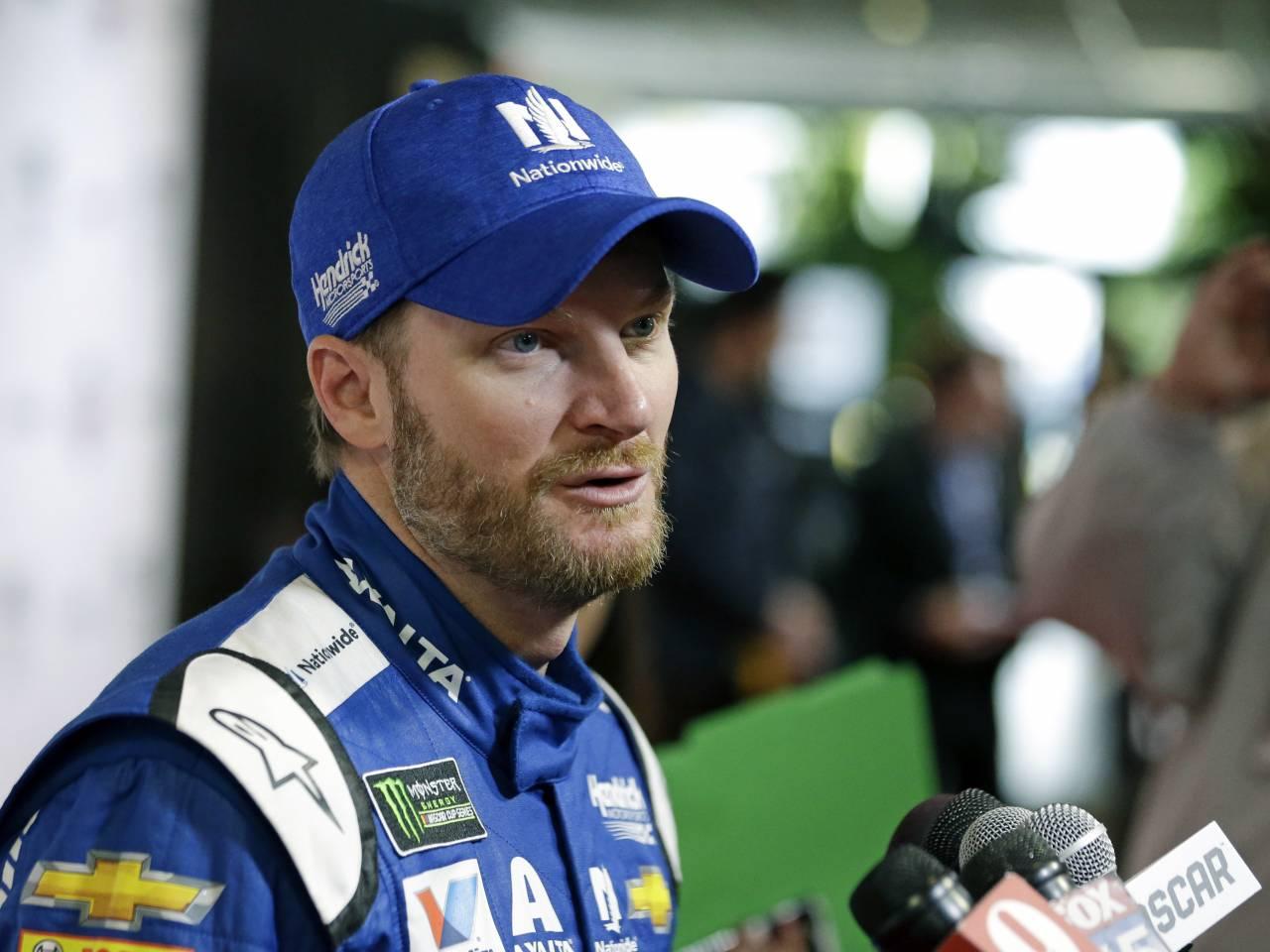 Michael Waltrip driving emotional last race at Daytona