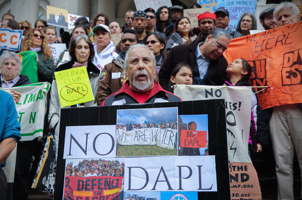 Hundreds of Dakota Access Pipeline Protesters Gather Outside White House