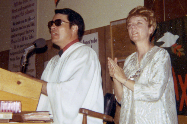 jim jones and tthe peoples temple James warren 'jim' jones was a notorious american cult leader he started and led the peoples' temple in indiana in the 1950s, and later moved it to california in the 1960s he gained notoriety when the temple moved to san francisco in the early 1970s.